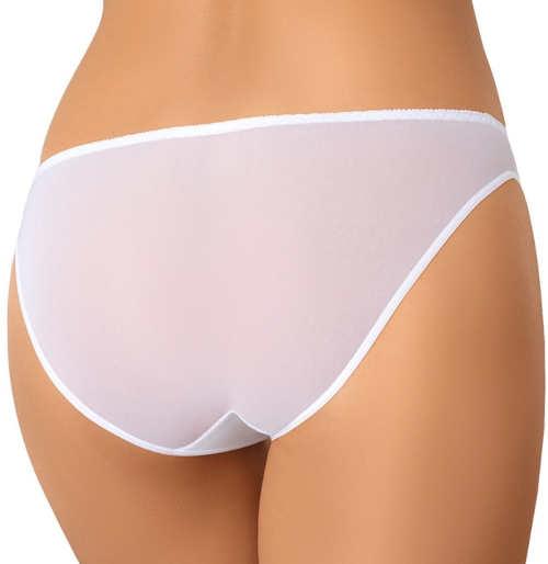 Neviditeľné biele nohavičky pod spoločenské šaty
